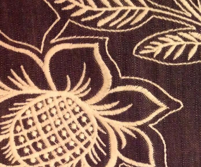 Tela bordada phoenix cranberry: Catálogo de Ste Odile Decoración