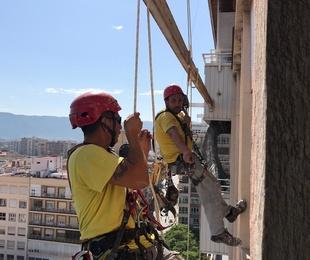 Instalación malla protección fachadas