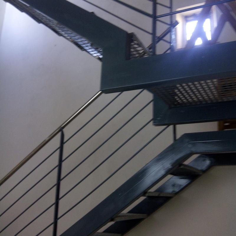 Escalera interior en casa de pueblo para acceder a terraza: Trabajos realizados de Global Metall, S.C.P.