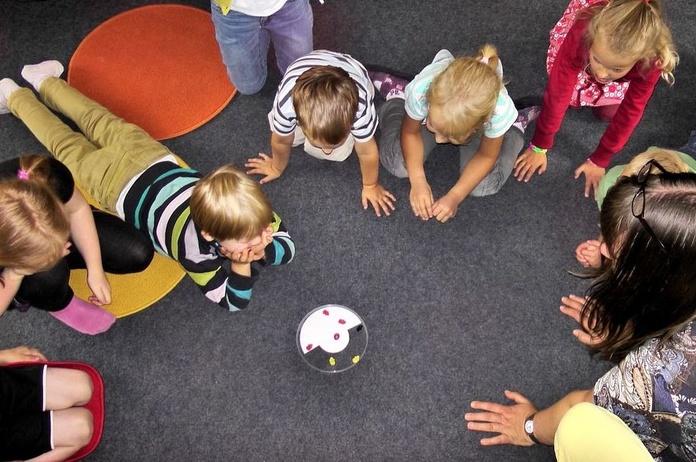 Little kids. Infantil: Cursos de Hello! Centro de Inglés