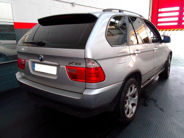 BMW X5. Tonalidad: negro oscuro