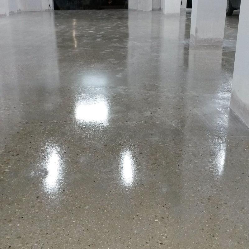 Aplicacion de barniz transparente en suelos Valencia