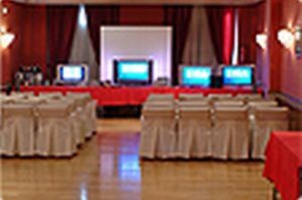 Nuestros Salones: Productos y Servicios de Hotel Doña Carlota ****