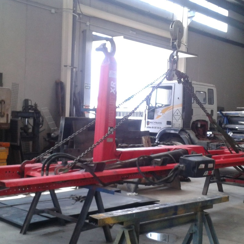Equipos de gancho Multilift: Maquinaria y servicios de Congrual