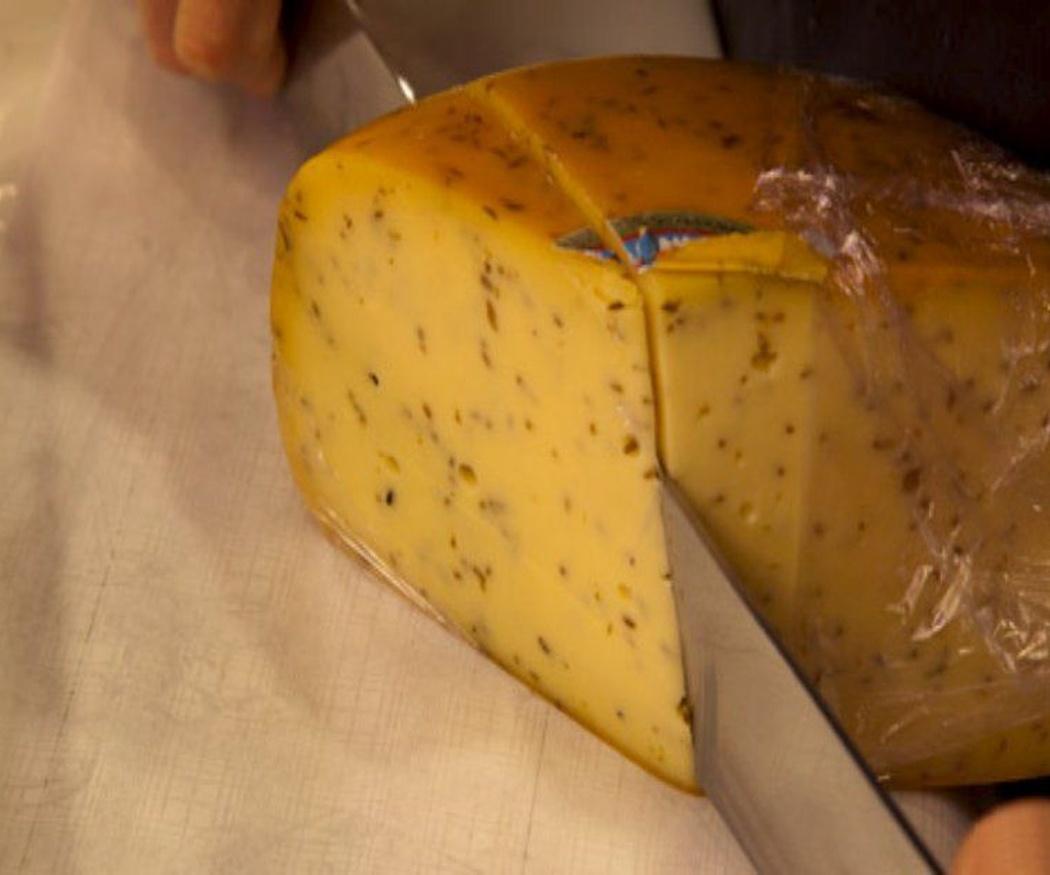 Diferentes cuchillos para distintos quesos