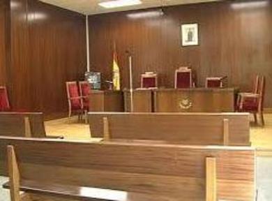 Ningún cargo público podrá testificar por escrito cuando sea citado por el juez
