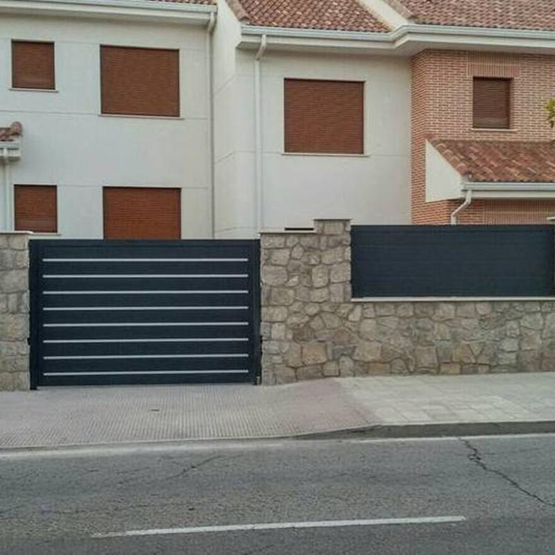 Conjunto puertas y valla aluminio soldado