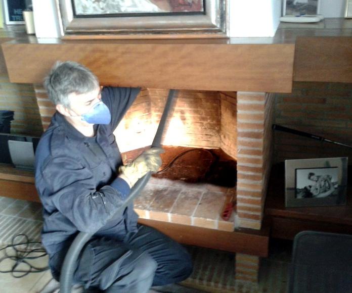 Limpieza chimenea hogar de leña.