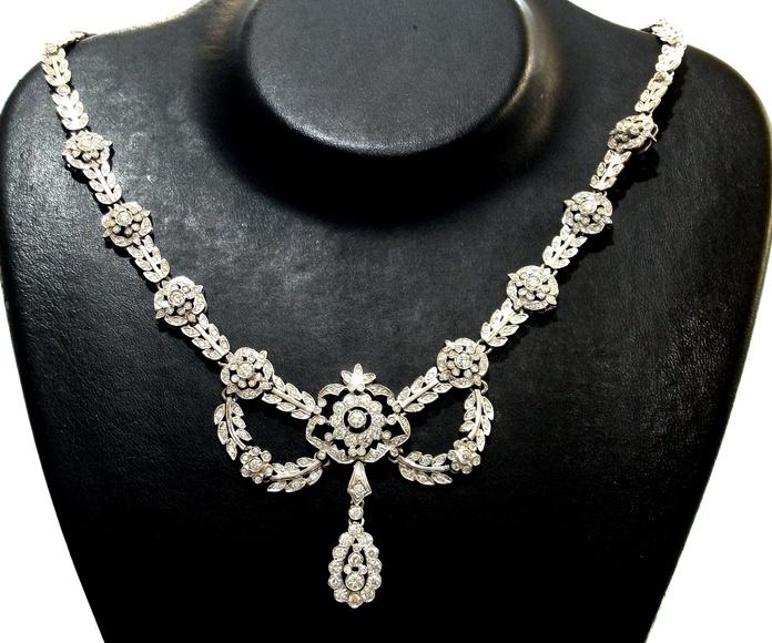 Gargantilla de oro de 18 y diamantes con motivos vegetales. Moderno: Catálogo de Antigua Joyeros