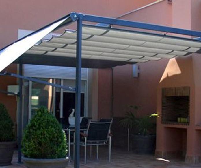 Pergola con entoldado sistema patio andaluz: Catálogo de Persianas y Toldos Venecia