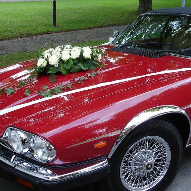 Ideas para decorar el coche de boda