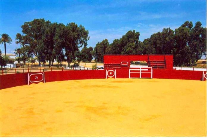 Plaza de toros : Servicios de Hacienda Mendieta