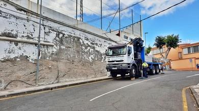 Andamio multidireccional reparación parte exterior campo de fútbol de Santa Úrsula.