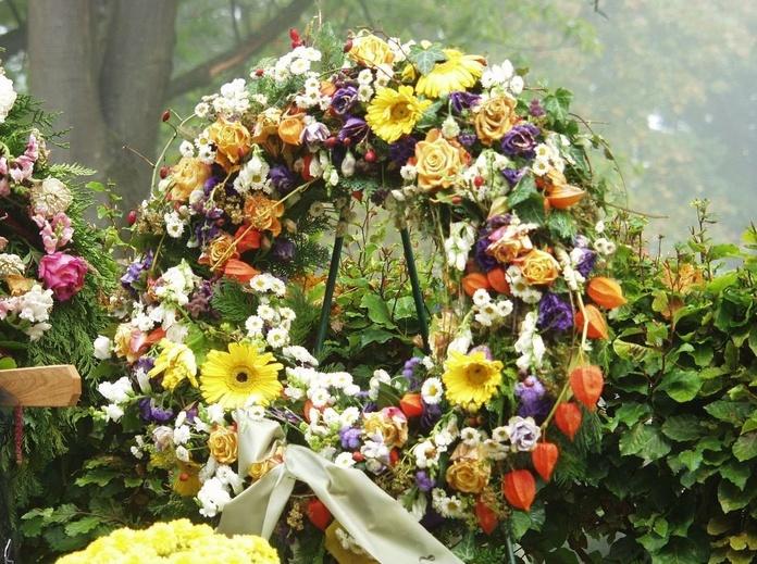 Floristería: Qué ofrecemos de Funeraria, Velatorio en Guardo San Antonio, Crematorio