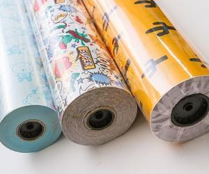 Distintos diseños de papel de embalaje para comercio