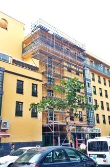 Instalación andamio multidireccional en calle Perdomo. Puerto de la Cruz.