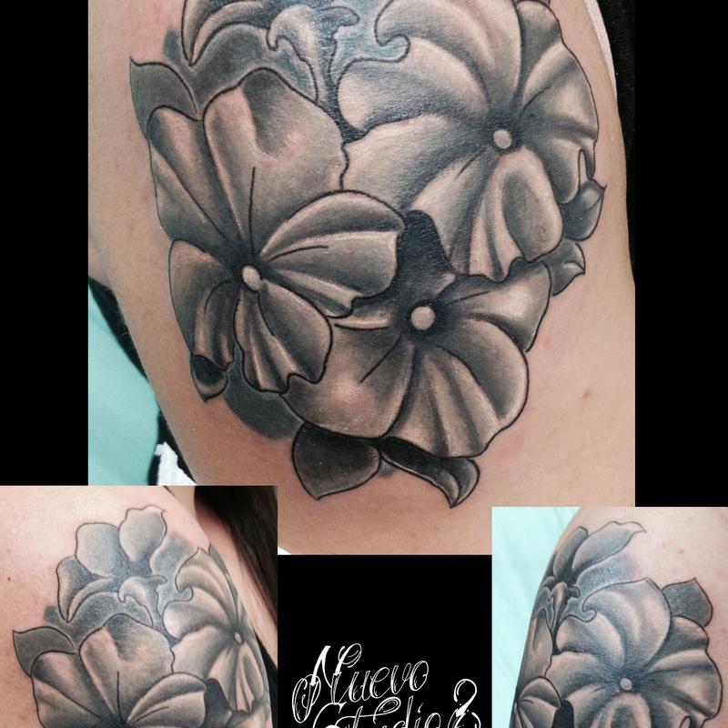 Tatuajes, sombras y grises: Servicios de Studio Ocho