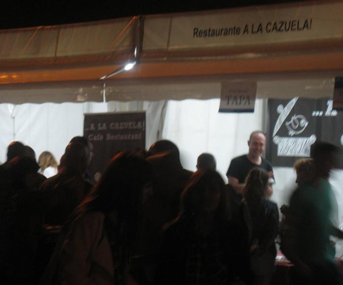 ¡Cola y más cola en stand A la Cazuela!