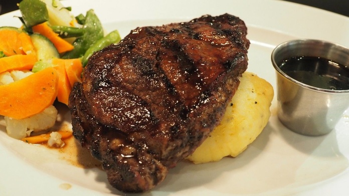 Nuestras carnes y elaborados: Servicios de 13 Llunes