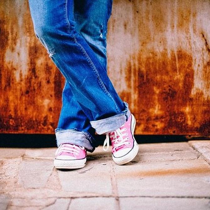 El uso de zapatos deportivos a diario en niños