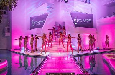 Instalación de escenario para certamen Miss Universo España 2020