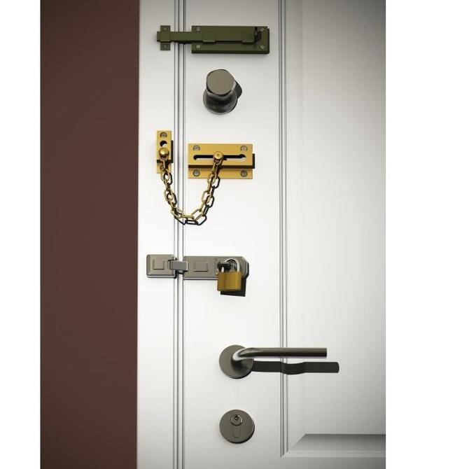 Algunos tipos de cerrojos para asegurar tu puerta