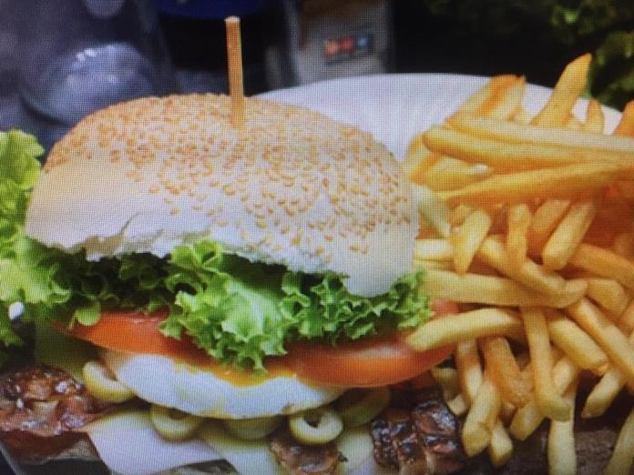 Hamburguesas con patatas: Carta de Cafetería Bar El Parnaso