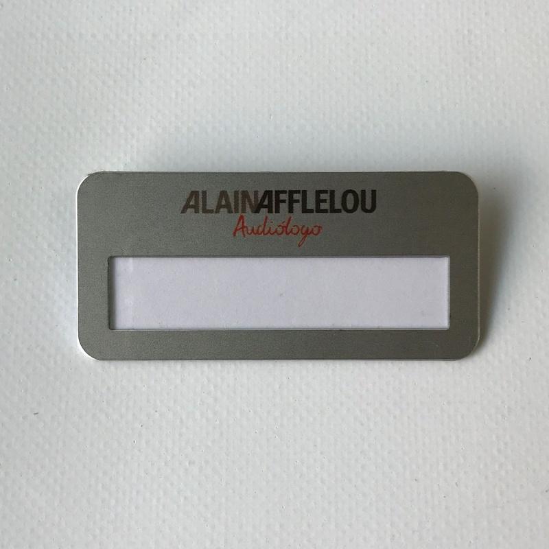 Placa de identificación con ventana