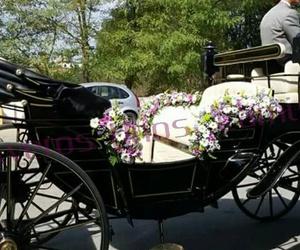 Decoración floral de coches de caballos para bodas
