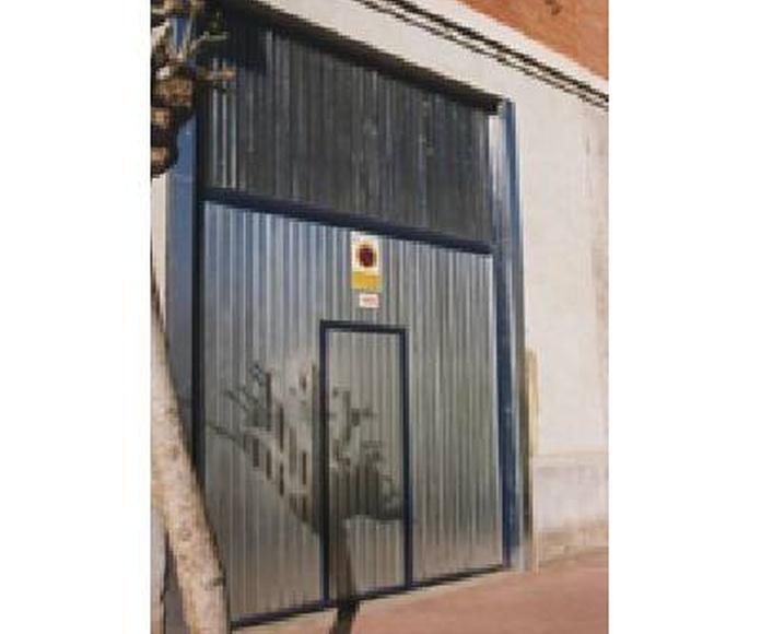 Puerta basculante: Productos y Servicios de Talleres Sibel