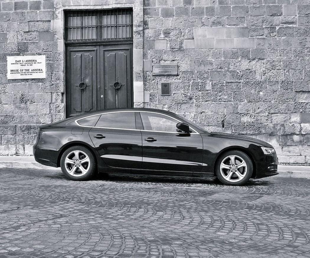 Diferencias entre taxi y alquiler de vehículo con conductor (I)