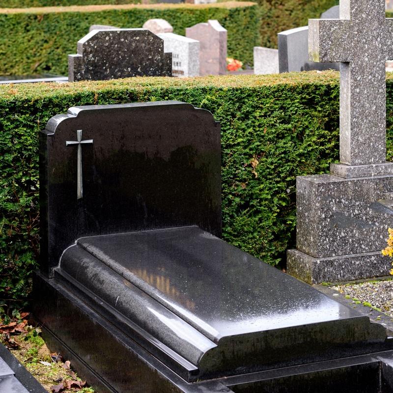 Reparación de elementos funerarios: Servicios de Mármoles y Granitos López