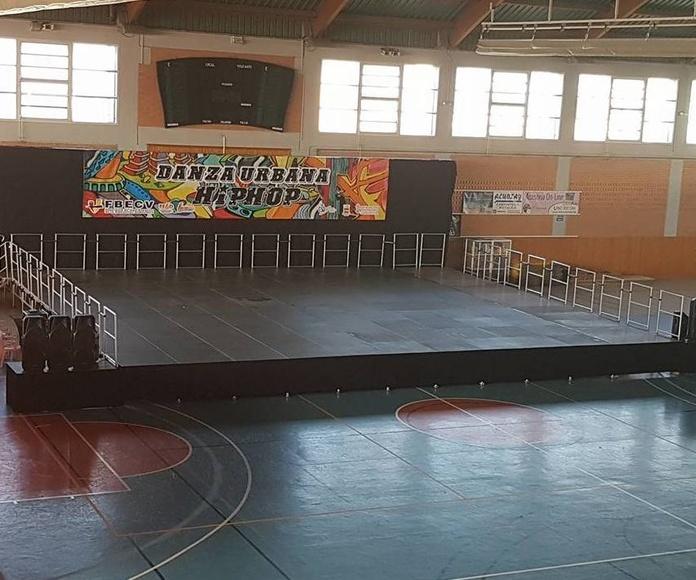 escenario portátil de aluminio .1.23x1.23: Nuestros servicios de Jukeval Eventos