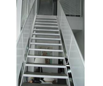 Escaleras interior: Servicios y Productos de Cerrajería Avelino Izquierdo, S.L.