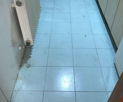 Suministro e instalación de Pavimento Laminado Disfloor-Top en cocina.