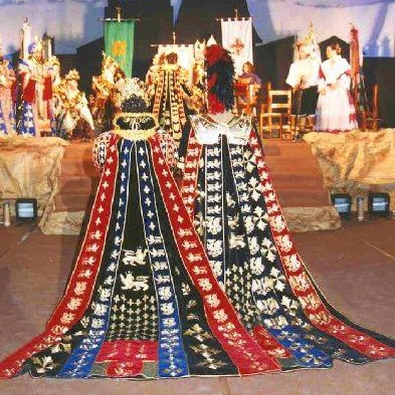 Capitanes Moros y Cristianos: Productos y servicios de El Mon Fester