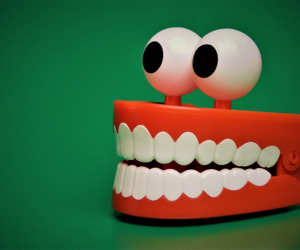 Historia de los implantes dentales
