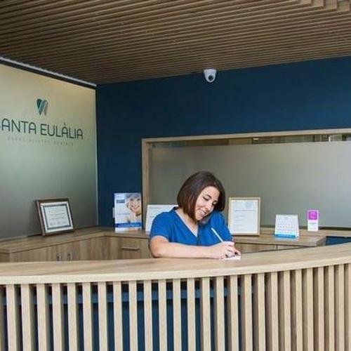 Atención al paciente en el dentista de L'Hospitalet y Barcelona