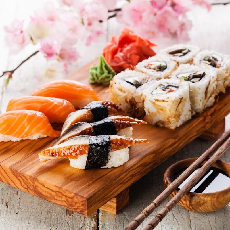 Menú de dos platos: Carta y menús de Yoshino
