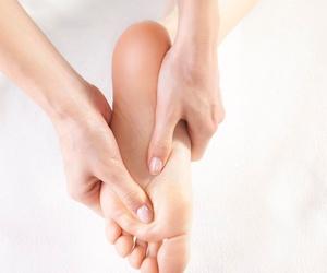 Reflexología en pies y manos