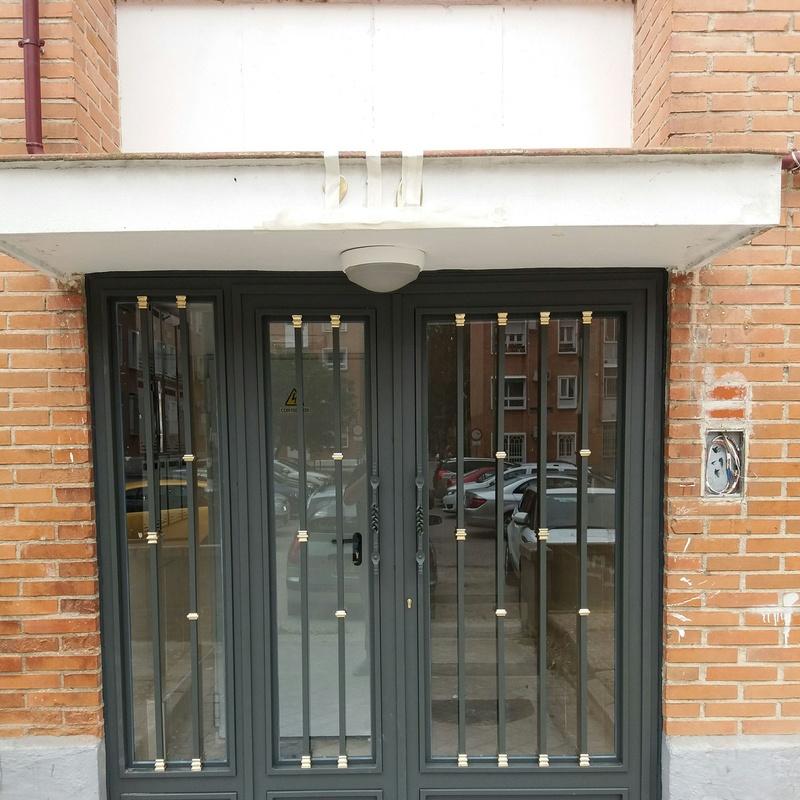 Puerta de portal clásica
