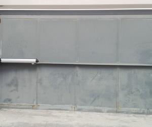 Automatización de puerta batiente residencial motor electromecánico largo