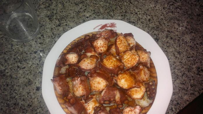 Caldeiradas de pescado: Nuestros platos   de Restaurante La Marina