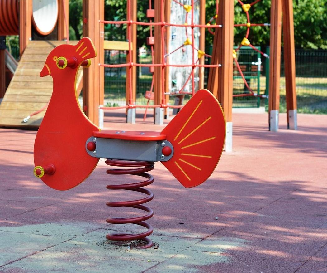 Mantenimiento de los suelos de caucho en parques infantiles