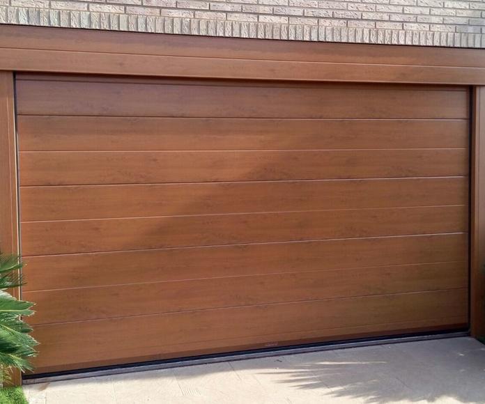Puerta Seccional imitación madera