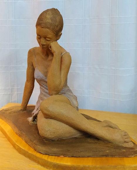 Bailarina. Escultura de barro.1450€.