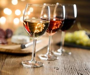El txakolí, el mejor vino para disfrutar de la gastronomía vasca