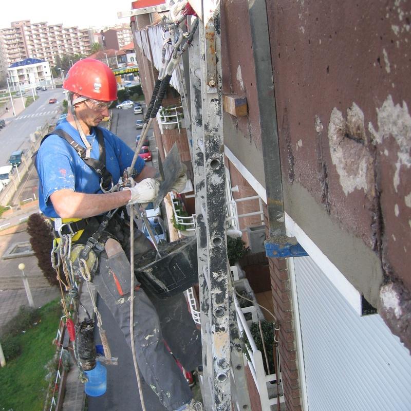 Reparación de alero con trabajos verticales.