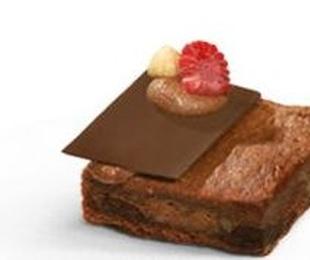 Brownie de chocolate, nueces y avellanas