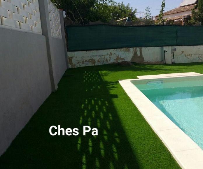 Proyecto paisajismo realizado en jardín particular, con césped artificial en Valencia.